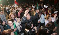 Εκατοντάδες γυναίκες από τις δύο πλευρές φώναξαν υπέρ της ειρήνης